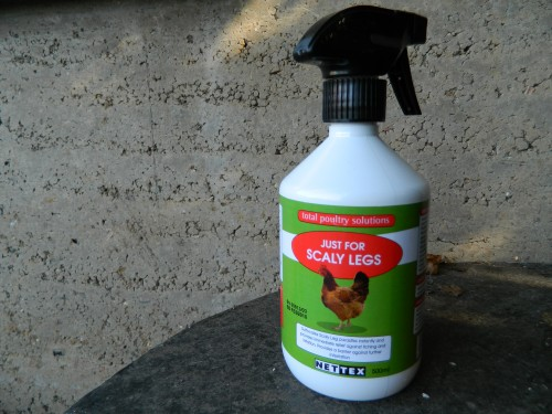 Scaly leg spray for chickens with scaly leg