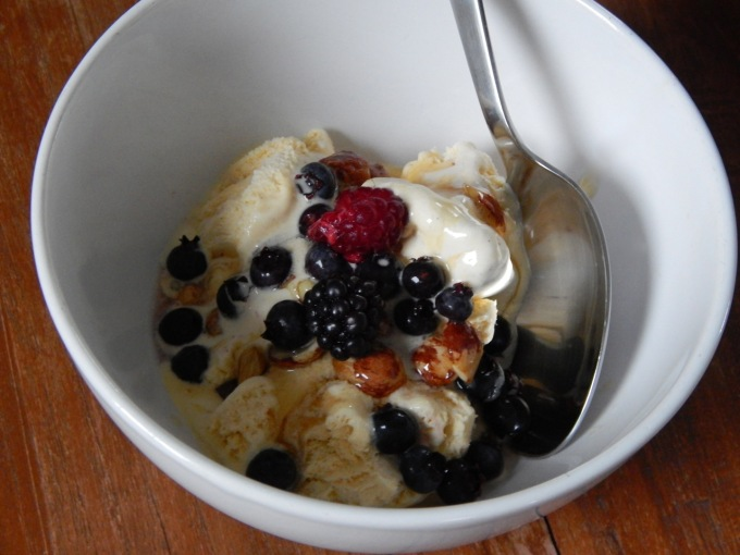 Ice cream with honeyed hazels and blueberries